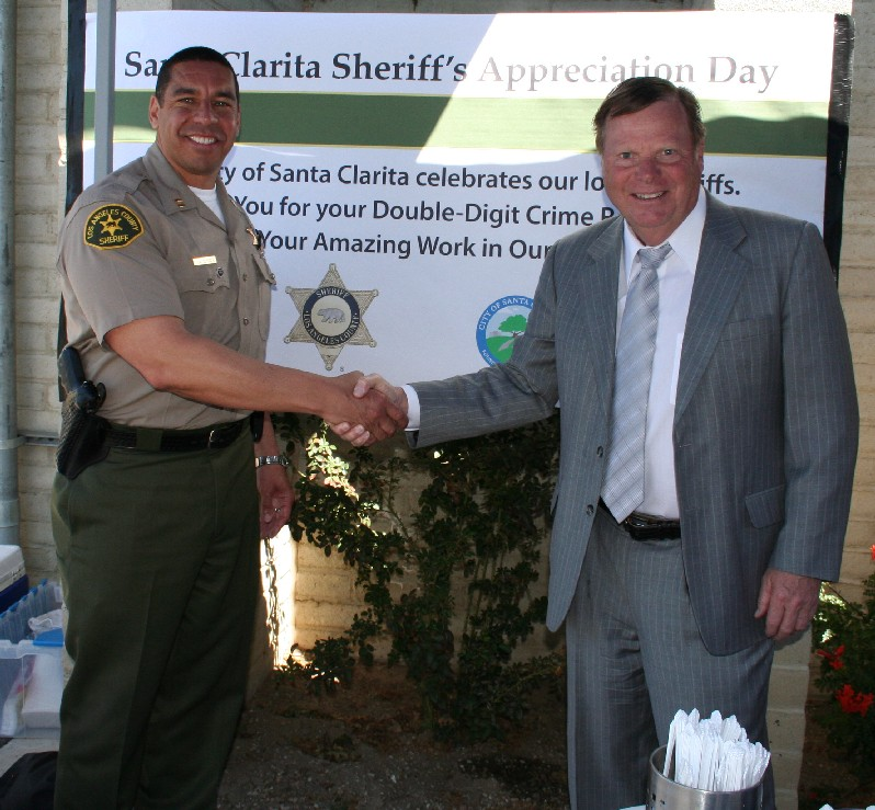 Councilmember Bob Kellar with Santa Clarita Sheriff Captain Anthony LaBerge