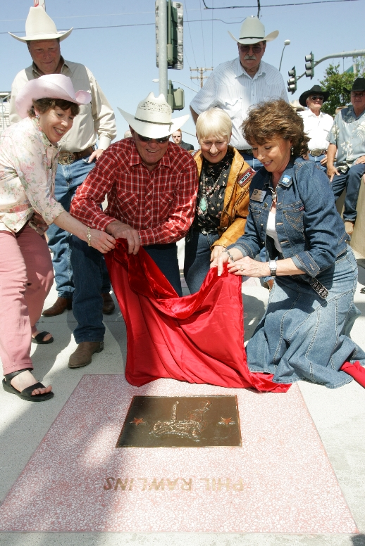 Phil Rawlins in 2007 at the unveiling of his Walk of Western Stars Bronze Saddle