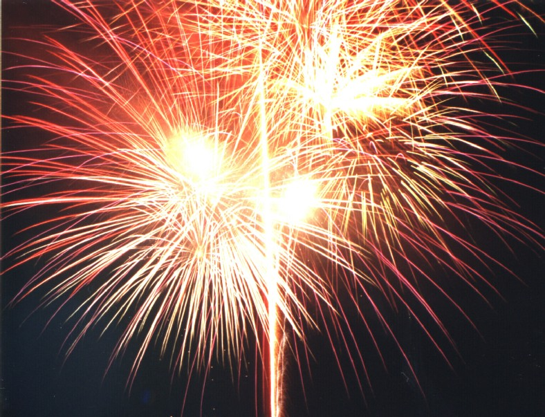 The City of Santa Clarita's 4th of July Fireworks Show will begin at 9:15 at the Westfield Valenica Town Center.