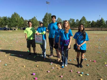 2015 Eggstravaganza Volunteers 9