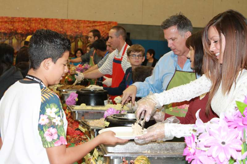Newhall Community Center Thanksgiving 2015 2